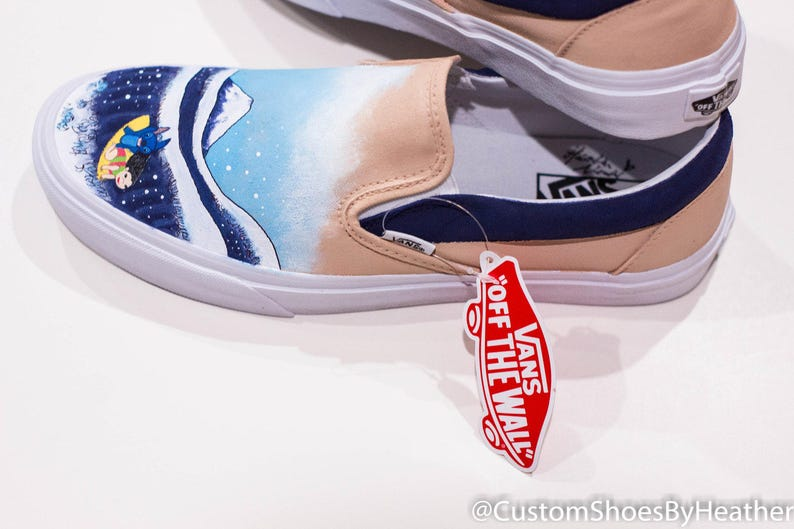 28de36ae9d23 The Great Wave off Kanagawa featuring Lilo and Stitch Hand