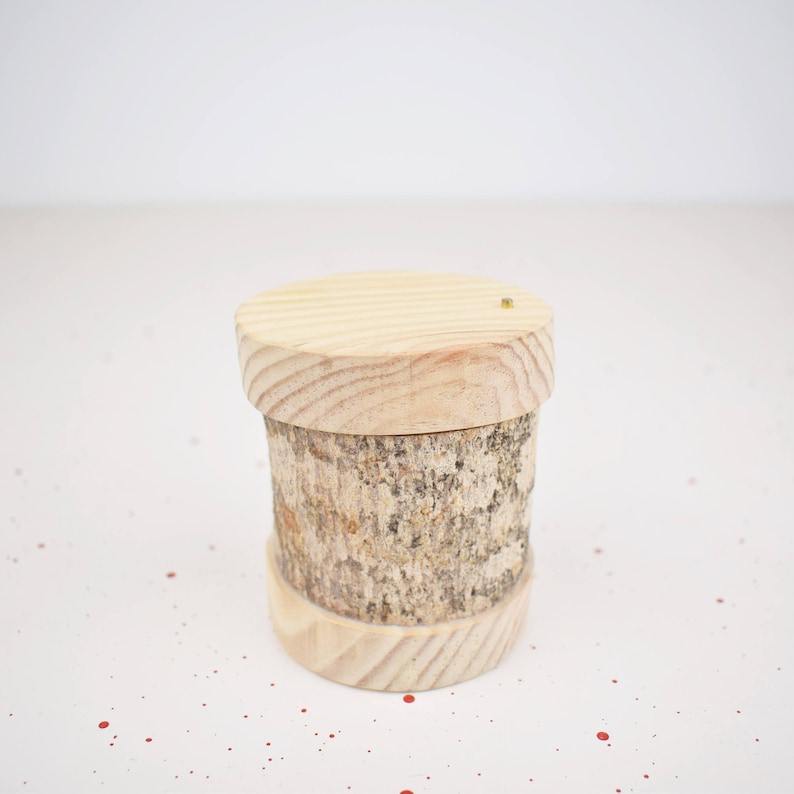 Wooden box Tree branch gifts or various valuable items. Ideal for storing alliances
