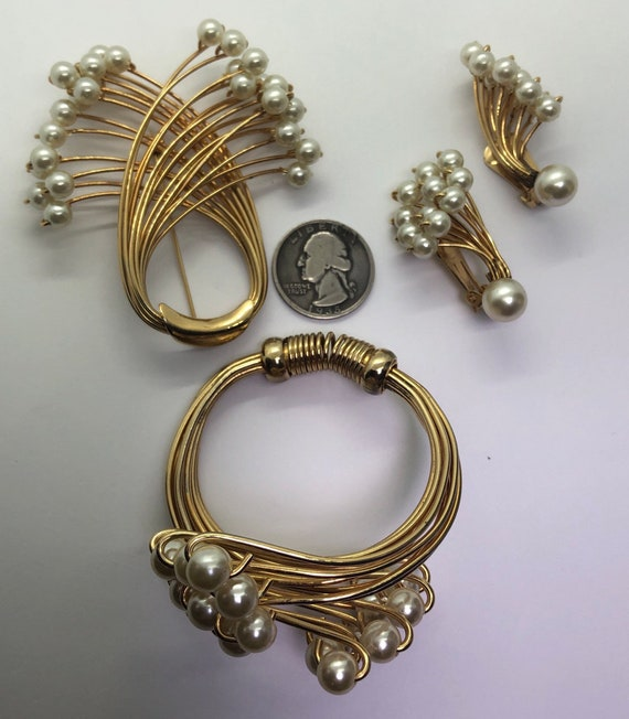 Vintage Faux Pearl Jewelry Suite, Faux Pearl Brac… - image 9