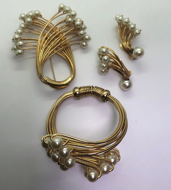 Vintage Faux Pearl Jewelry Suite, Faux Pearl Brac… - image 2
