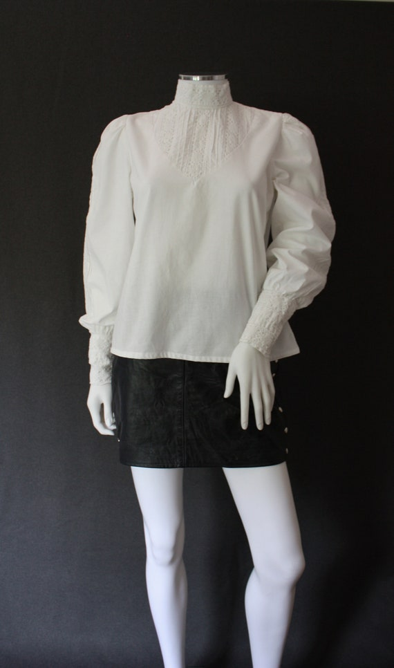 70's RUFFLED high neck white COTTON blouse , VICT… - image 2