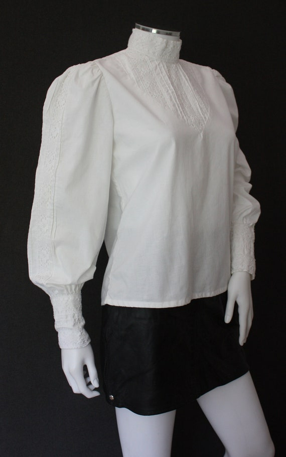 70's RUFFLED high neck white COTTON blouse , VICT… - image 4
