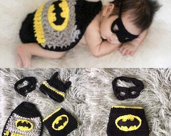 Ready to ship! Crochet newborn batman  photo prop set, crochet batman baby costume, batman cape, crochet batman costume, crochet batman baby