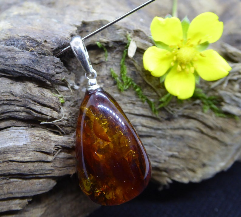 Authentic Stone Silver Pendant Spiritual Jewelry Teeth Apeasing Gift Quality AAA Baltic Amber Pednant