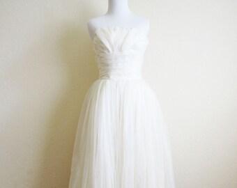 50s White Tulle Wedding Dress Ball Gown Sweetheart Necklace Wedding Dress Handmade 1950s Full Skirt Sweetheart Neckline Size Extra Small