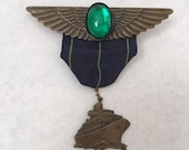 Vintage Pilot wing Captain Pin Badge with Green Stone