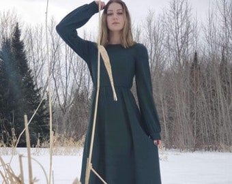 Long dress in forest green stretch wool, very nice comfortable fabrics, length of the dress adjustable on request