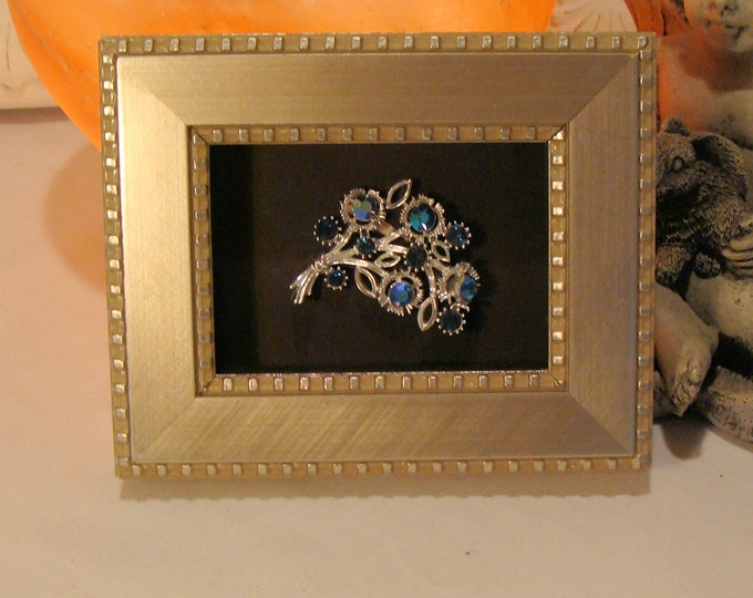 """Silver Shadow Box Frame Frame  - Jewelry, Coins, Stamps, Collectibles Holds  2.5 x 3.5"""" Museum Glass, Hardware, Traditional to Contemporary"""