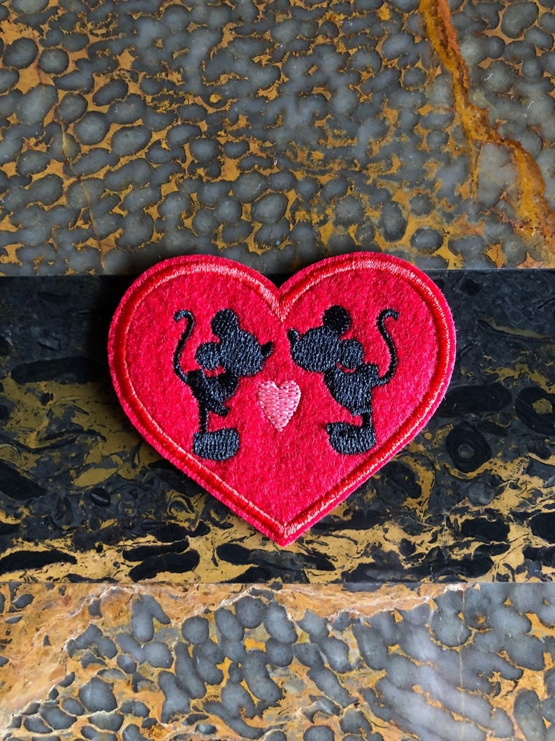 """2 1 Minnie Mouse 1 Mickey Mouse Kissing Iron Sew On Patch 2.75/""""L x 2.75/"""" W"""