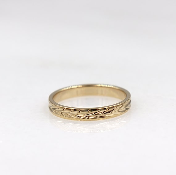 chiseled gold-plated ring for women