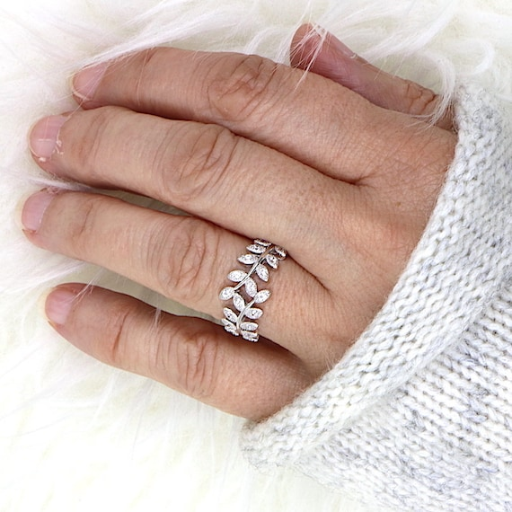 ring 925 sterling silver spikes and cubic zirconia stones