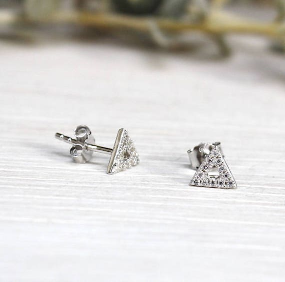 Female model triangle 925 covered with cubic zirconia earrings