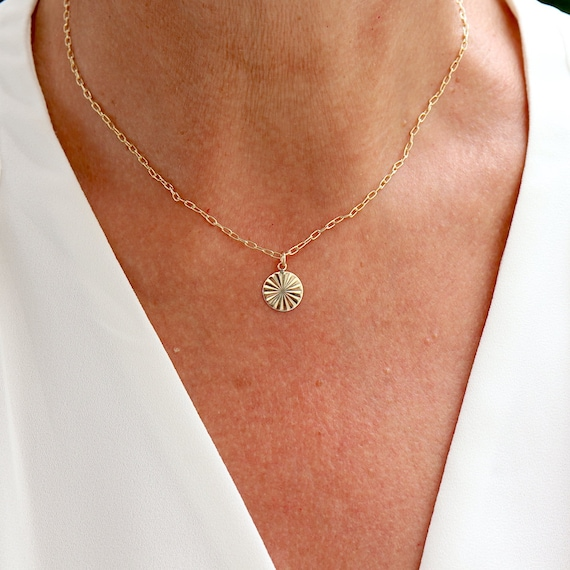 Striated medal necklace and gold plated chain, women's necklace
