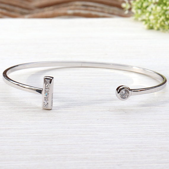 woman Silver 925 solitaire ring and cubic zirconia bar bracelet