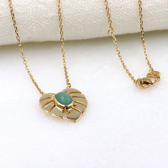 gold-plated necklace palm leaf and aventurine stone