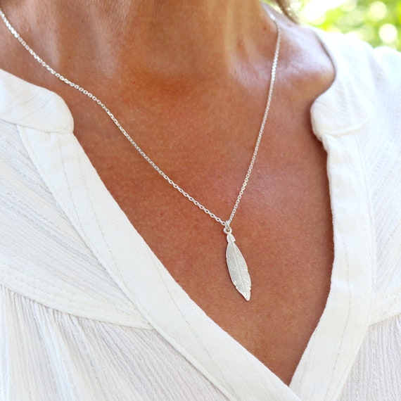 Feather necklace on silver chain, women's necklace in solid silver 925, minimalist necklace