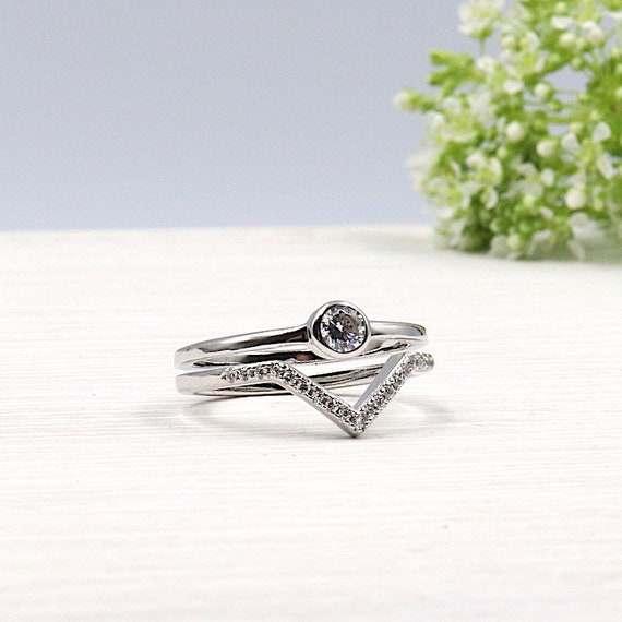 Ring silver woman v and lonely zircon