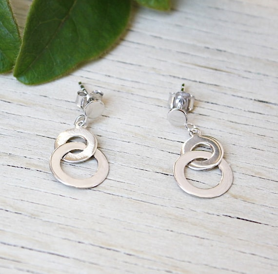 Flat interlocking rings in 925 Sterling Silver earrings