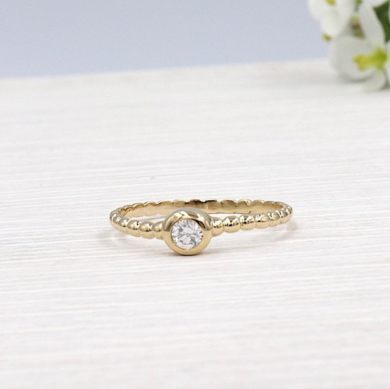 lonely gold-plated woman ring