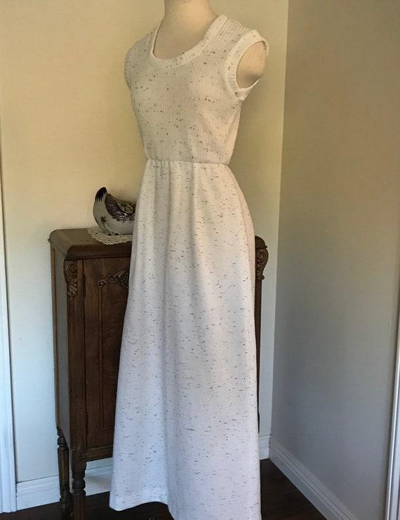 Vintage 1970's Sleeveless White  Maxi Dress with … - image 3
