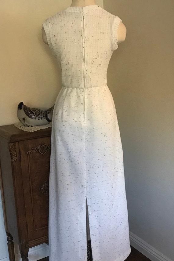 Vintage 1970's Sleeveless White  Maxi Dress with … - image 4