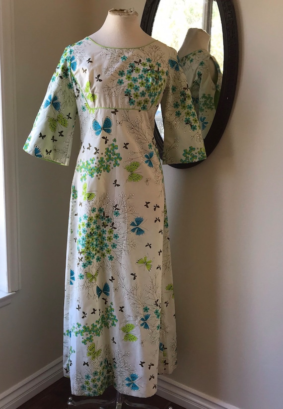 Vintage 1970's Gorgeous Alfred Shaheen, Hostess Dr