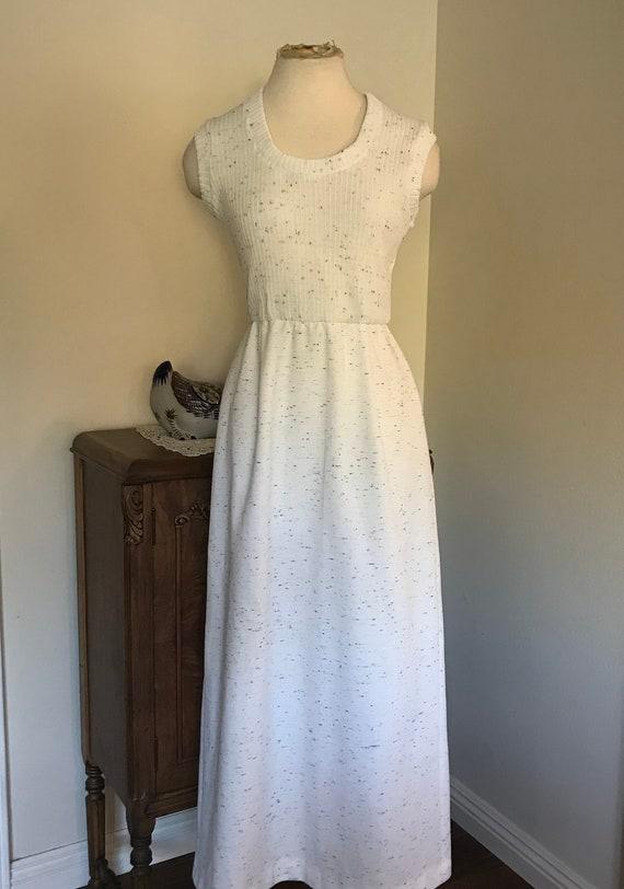 Vintage 1970's Sleeveless White  Maxi Dress with … - image 2