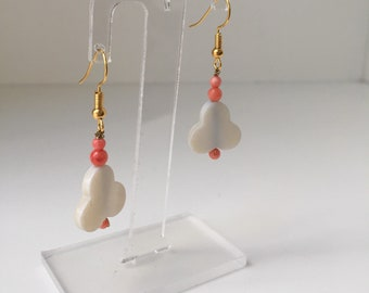 Earrings with mother of pearl and Coral