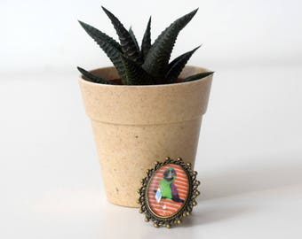 Unique bronze cameo ring with parrot