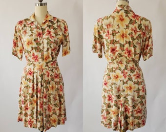 1990s Rayon Play Set in Hawaiian Print - Blouse and High Waist Shorts 1990s Two Piece Romper 90's Women's Vintage Size Small