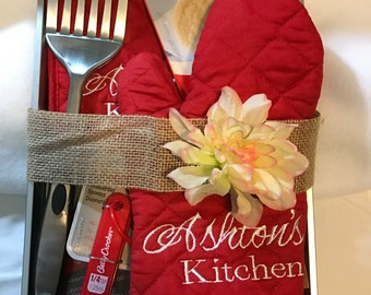Personalized Kitchen Potholder and Oven Mitt Set - Monogrammed Oven Mitt - Teacher - Wedding - New Home - Mothers Day - Fathers Day Gift