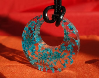 Turquoise Queen Anne's Lace real pressed flower donut shaped circle resin pendant necklace jewelry, clear resin encasing real pressed flower