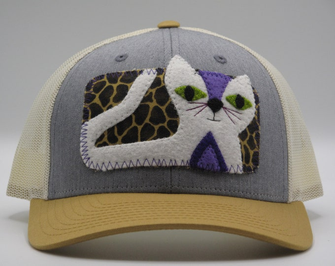 Pretty White Kitty Trucker Hat/Baseball Hat