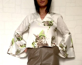 Original blouse with sleeves/beautiful sleeves/color motifs