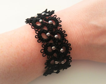 Black bracelet made of tatting lace / / tatted jewelry / / tatted bracelet / / snap closure / / made in France