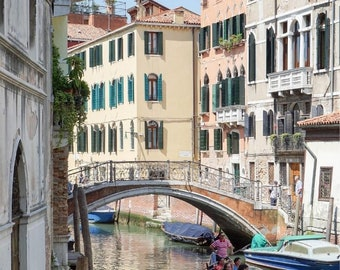 Venice Photography- Venice Print, Italy Wall Art, Venice Canals, Travel Architecture Photo, Downloadable Print, Venice Gondola, Gondolier