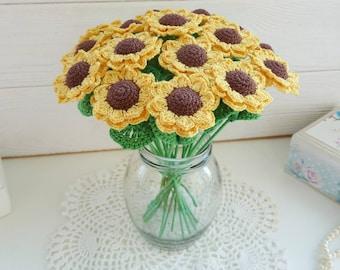 Crochet sunflowers in a vase. Mini sunflowers. Flowers for table decor. Flower arrangement. Wedding sunflowers. Sunflowers centerpiece.