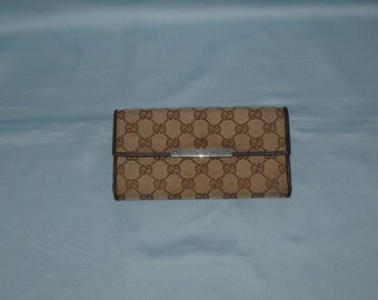 d536e682b280 Authentic vintage Gucci wallet - fabric and genuine leather