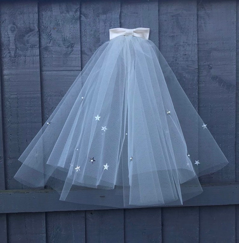 2 layered short 50s styke veil with Star Sequin Detail