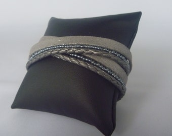 Leather wrap bracelet silvergrey en blue/grey beads