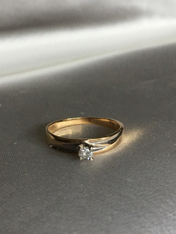 Diamond & gold solitaire ring - image 6