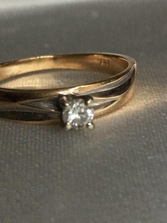 Diamond & gold solitaire ring - image 3