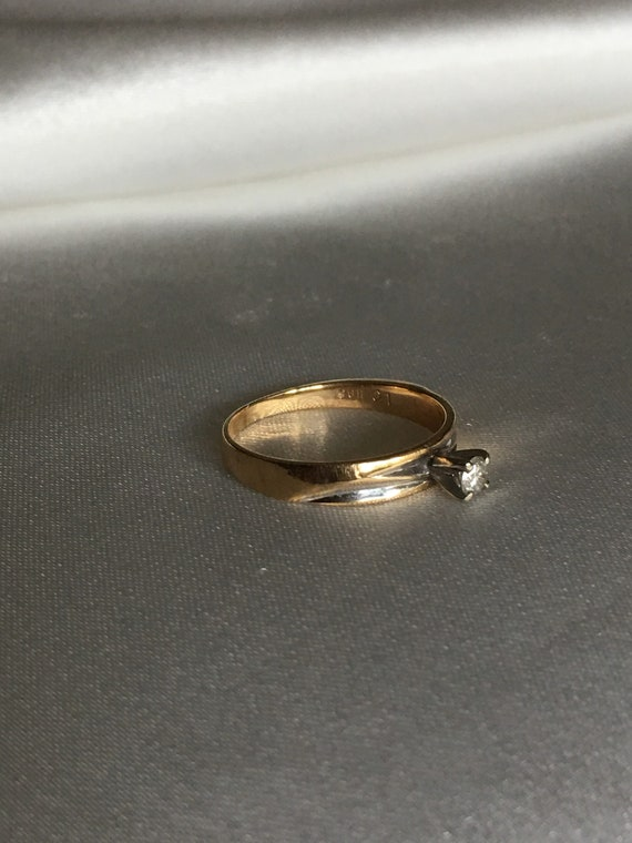 Diamond & gold solitaire ring - image 4