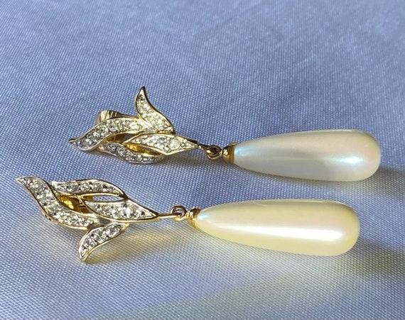 Richelieu vintage faux pearl dangle clip on earri… - image 1