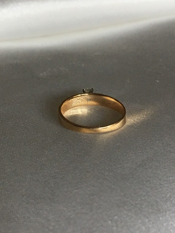 Diamond & gold solitaire ring - image 8