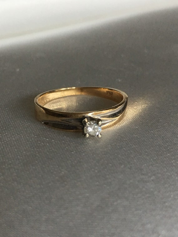 Diamond & gold solitaire ring - image 1