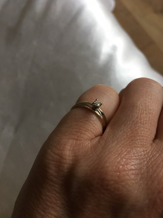 Diamond & gold solitaire ring - image 10