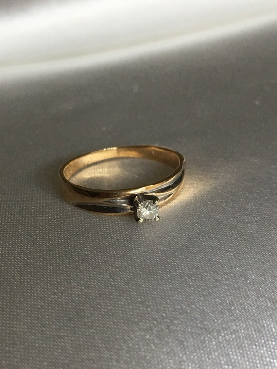Diamond & gold solitaire ring - image 7