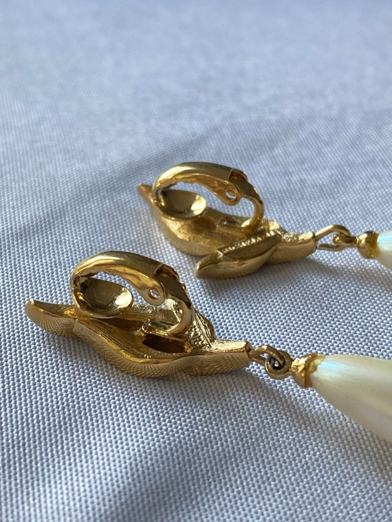 Richelieu vintage faux pearl dangle clip on earri… - image 10