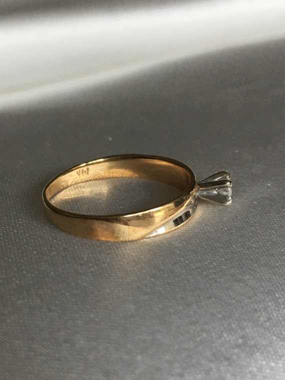 Diamond & gold solitaire ring - image 9